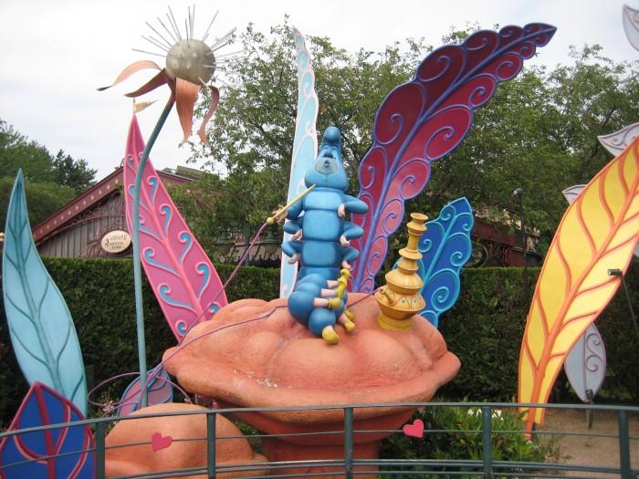 Alice im Wunderland - Raupe auf Pilz