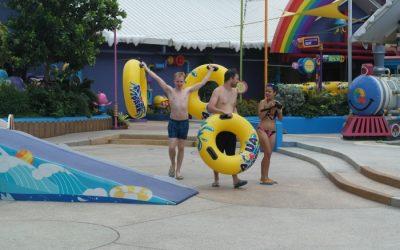 Bangkok: Badespaß extrem für Wasserratten