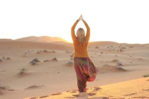 Sunset-Yoga in der Sahara: Das Bild und die 1000 Worte