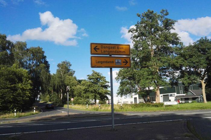 Verkehrsschild mit der Aufschrift: Dangast 6 km