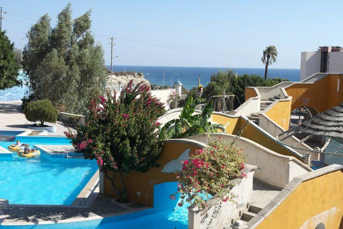 Swimming Pool mit Blick aufs Mittelmeer