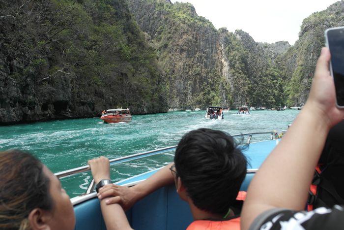 Ausblick vom Boot Richtung Maya Bay