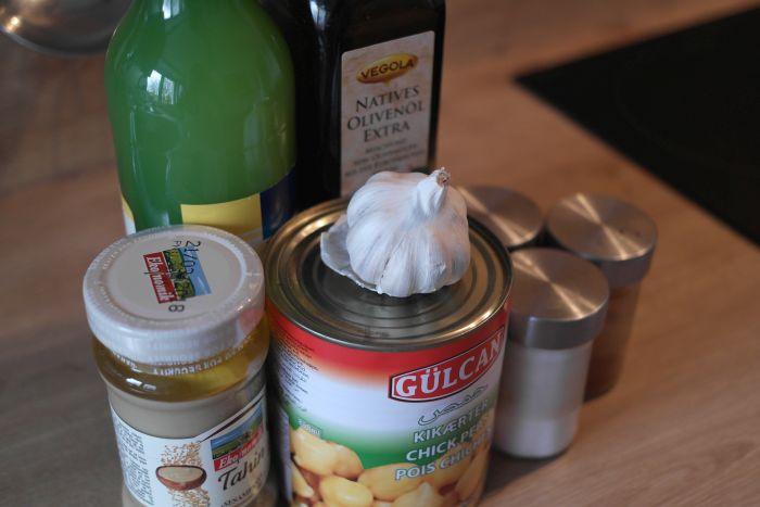 Alle Zutaten, die für Hummus benötigt werden