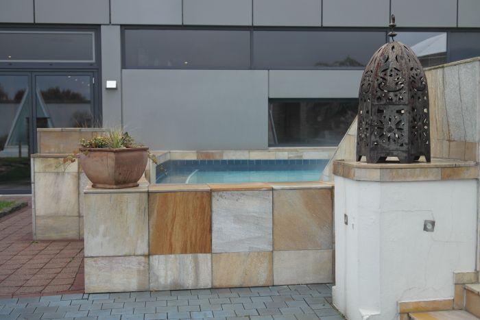 Pool auf der Dachterrasse des Isharas