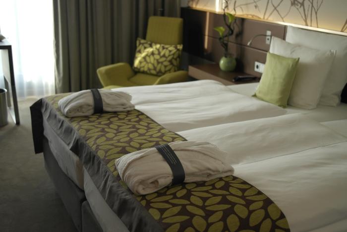 Atlantic Congress Hotel Essen: Dinner à la carte, genial designte Zimmer und Wellness über den Dächern der Stadt