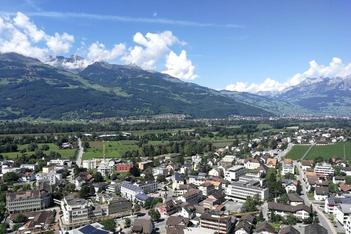 Vaduz Liechtenstein: Ein Tagesausflug in die Hauptstadt des Fürstentums + Rheinfall und Bodensee (Roadtrip Teil 5)